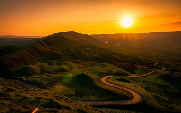 Descargar fondos de pantalla Derbyshire, Distrito de Pico, puesta de sol, el verde de las colinas, el sol, la carretera, Inglaterra