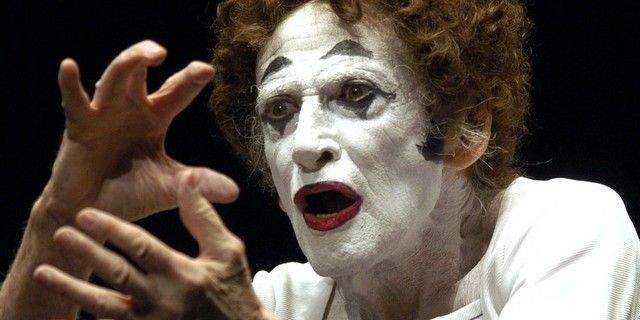 Jusqu'à sa mort en 2007, Marcel Marceau a porté l'art du mime à travers le monde. Ici à Hambourg en 2004. Il est alors âgé de 81 ans.