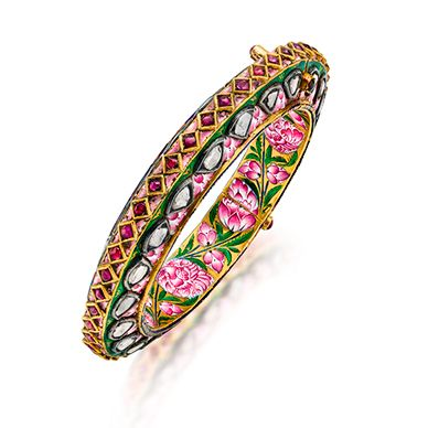 The outer edge kundan-set with 'polki' diamonds and rubies in a linear pattern on pink enamel ground; the inner edge in foliate design in pink and green enamel on a partial white ground,with a total weight of approximately 82.52 grams, mounted in gold.