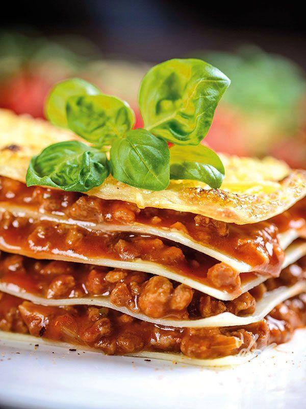 Le Lasagne al ragù di coniglio sono un primo di pasta al forno davvero ottimo, preparato secondo la ricetta tradizionale toscana. #lasagnealragudiconoglio