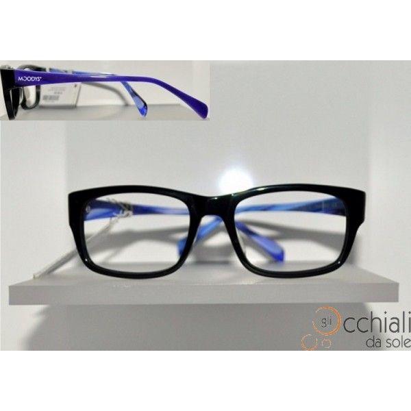 Occhiali da vista 66118 NERO AZZURRO Il modello Moodys 66118 è un occhiale da vista dalla forma rettangolare che permette a chi lo indossa di sentirsi libero di esprimete la propria personalità. E' caratterizzato da una montatura in celluloide Nera, con aste fantasia, che rende l'occhiale Particolare e Giovanile! Adatto a qualsiasi tipo di viso. Modello Donna
