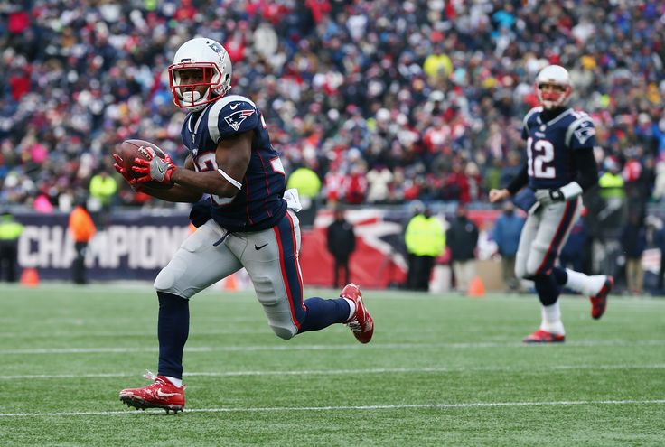 New Year's Eve was only fitting for former Patriots reserve-futures signing Dion Lewis - Pats Pulpitclockmenumore-arrownoyesHorizontal - WhiteHorizontal - WhiteHorizontal - White : On Dec. 31, 2014, the Patriots signed three to futures contracts. Dion Lewis was one.
