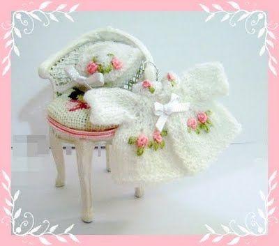 Casitas de Meli Children's Clothing dollhouse miniature