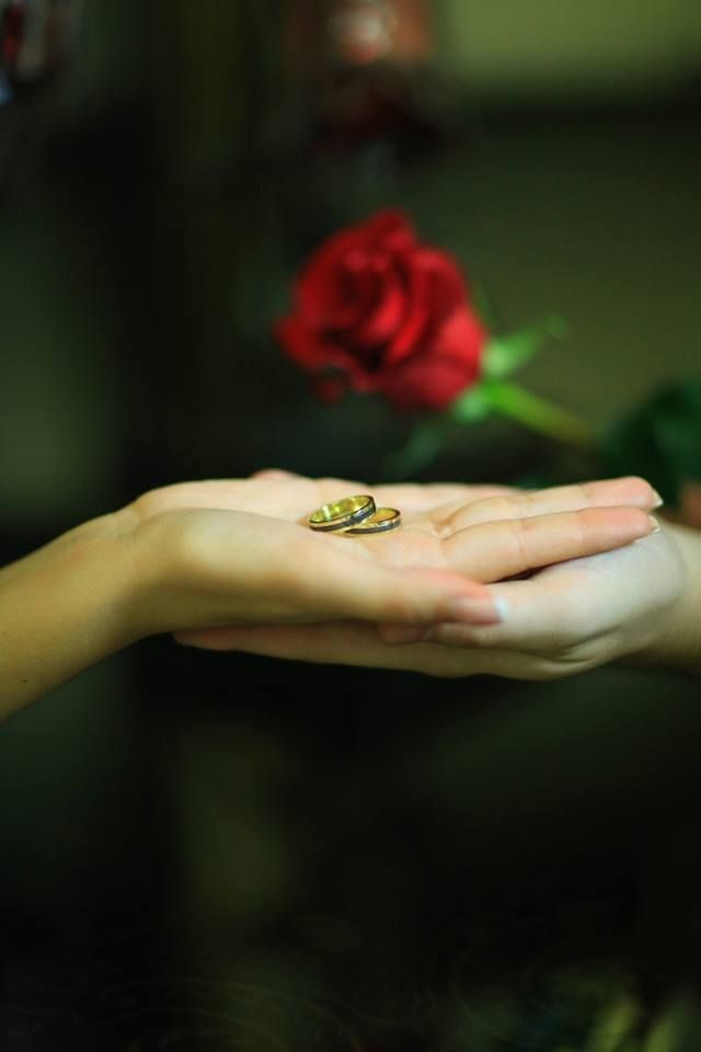 Fiecare poveste de dragoste este minunată, însă a voastră poate fi unică datorită unor bijuterii unice, realizate cu pasiune și suflet de bijutierii Sabion. Descoperă verighetele menite pentru voi: http://sabion.ro/shop/.