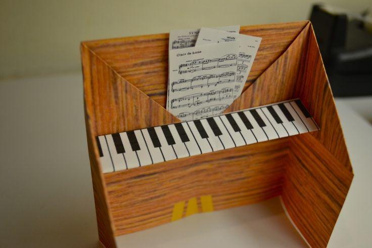 Piano origami! Too cute!!!