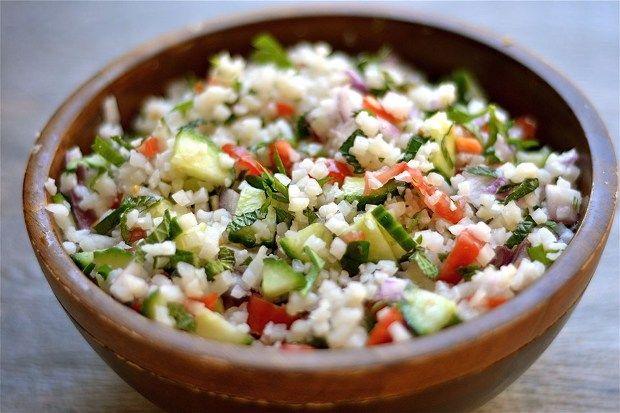 Valóságos megváltás a diétázóknak a szinte teljesen szénhidrátmentes karfiolrizs! Isteni finom és nem hizlal! Friss zöldségekkel készíte...
