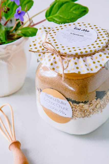 Celebrate With Avery - Housewarming Gift Ideas + Free Printable | The Whimsical Wife #CelebrateWithAvery #DIY #labels #printables #graphicdesign #artist #gifttags #invitations #menus #celebration #event