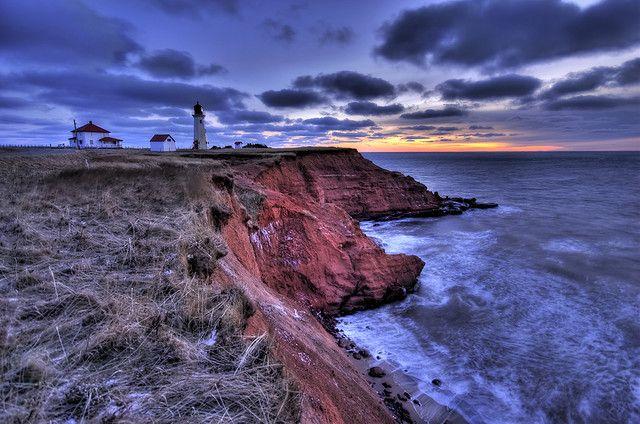 Phare du BassinPhare de Bassin, sur l'île du Havre-Aubert, aux Iles-de-la-Madeleine, au coucher du soleil.Bassin lighthouse, on Havre-Aubert...