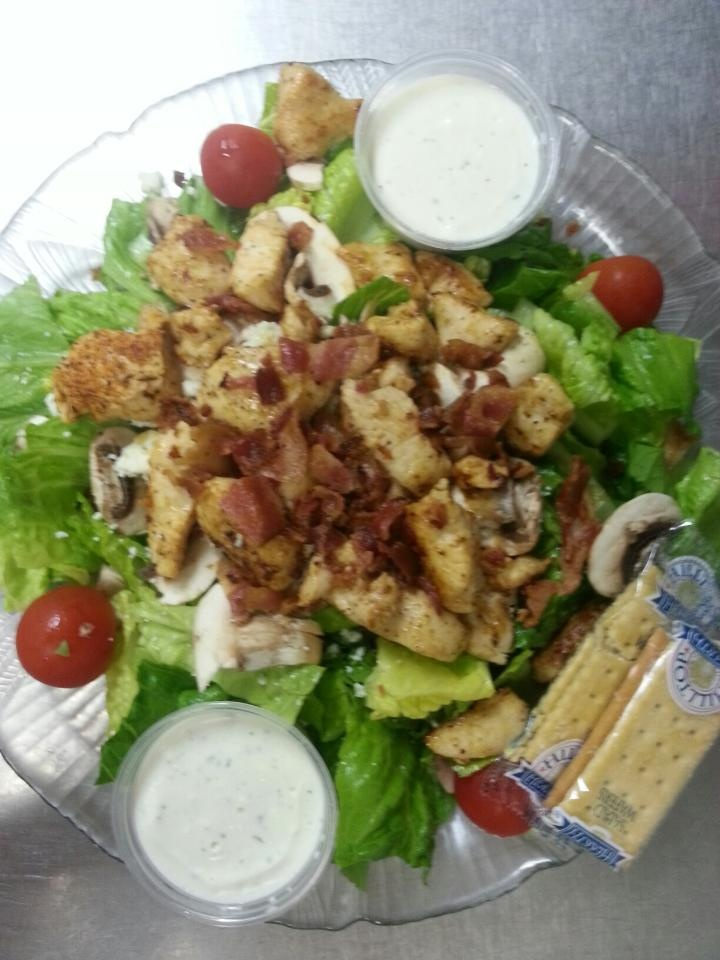 Shooters Grill Black & Blue Salad