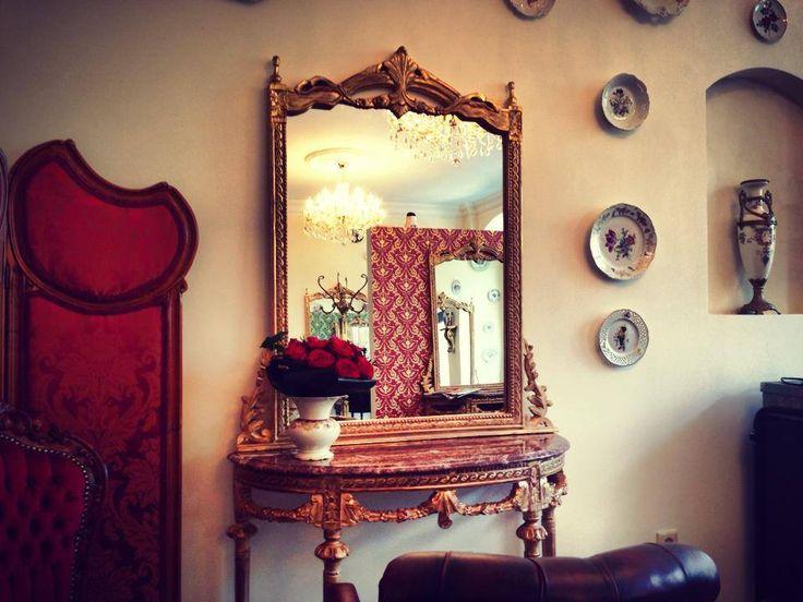Roter Salon #friseur #frankfurt #redken #schloss #muscat #fressgass #extensions #haarverdichtung #haarverlängerung #beauty #frankfurtinnenstadt #alteoper #goethestrasse