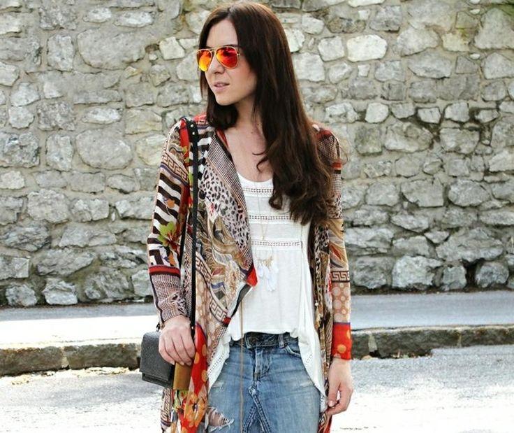 Dans cet article nous allons vous montrer comment se faire une veste kimono en 30 minutes!C'est une des tendances été 2015 préférées des jeunes filles et de