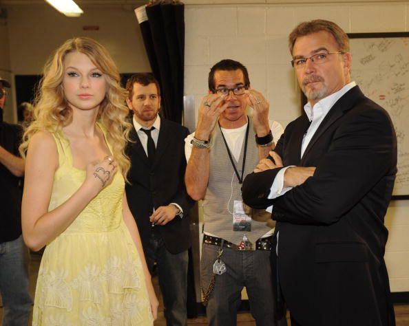 Taylor Swift and host Bill Engvall tape the opening of the 2009 CMT Music Awards backstage during rehearsals for the 2009 CMT Music Awards at the...