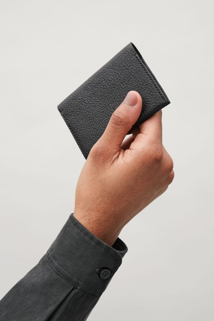 COS | Folded grained leather cardholder