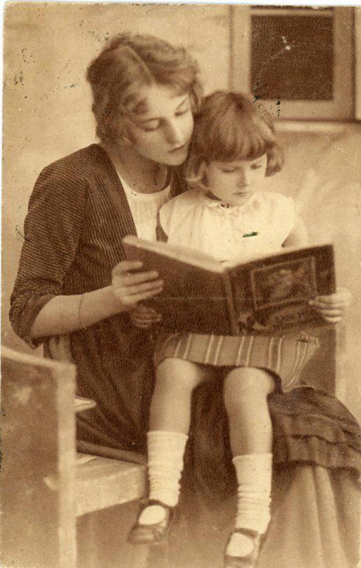 Femmes lisant - Photographies anciennes