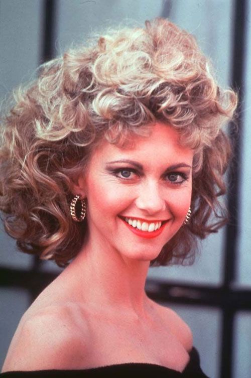 Pin By Morpheus On Cinema Style Grease Hairstyles Short Permed Hair Sandy Grease Hair