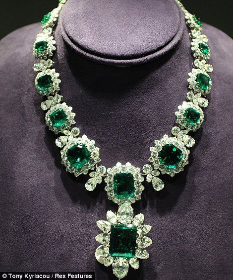 """I like emeralds.       """"The legendary emerald suite was bought by Elizabeth Taylor and husband Richard Burton at jewellers Bulgari while filming Cleopatra in Italy"""""""