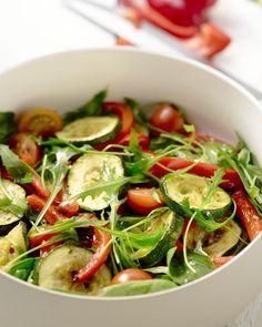 Groenten krijgen een veel vollere, rondere smaak als je ze grilt. Serveer ze in een heerlijke salade met een verse dressing. Ideaal bij een barbecue!