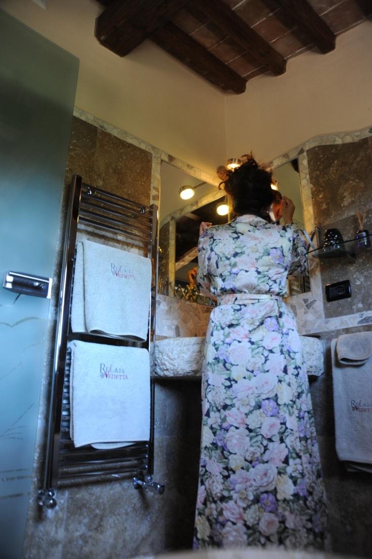 Bathroom of Deluxe Romantic Suite The Flicke Prima Donna
