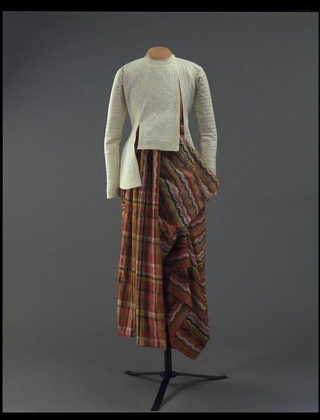 Man's skirt Place of origin: Burma Date: early 1850s This beautifully patterned, voluminously wrapped and draped silk skirt, is known as a pah-soe. Dating to before 1855, it was worn by fashionable Burmese gentlemen during festive occasions. Typical of a formal pah-soe, it is woven in vivid colours and displays the unique Burmese pattern called '100 shuttles' in an interlocki