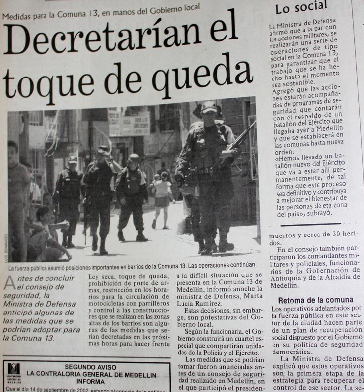 El periódico El Mundo registró la posibilidad de decretar el toque de queda en la Comuna 13, por los continuos enfrentamientos por la Operación Orión. 18 de octubre del 2002.