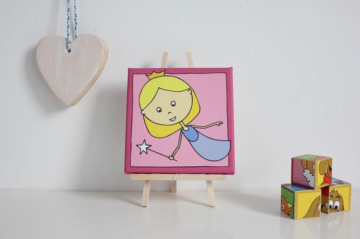 Super leuke decoratie voor in de kinderkamer/babykamer. Dit vrolijke schilderij van een fee. Op canvas gedrukt in de maten 20x20 cm en 30x30 cm. Je kan kiezen uit verschillende kleuren.