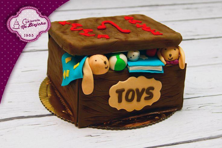 tort w stylu angielskim, tort w kształcie pudełka, sweet toys box, tort na roczek, tort urodzinowy dla dziecka, zabawki, pudełko, miś, piłka, książka