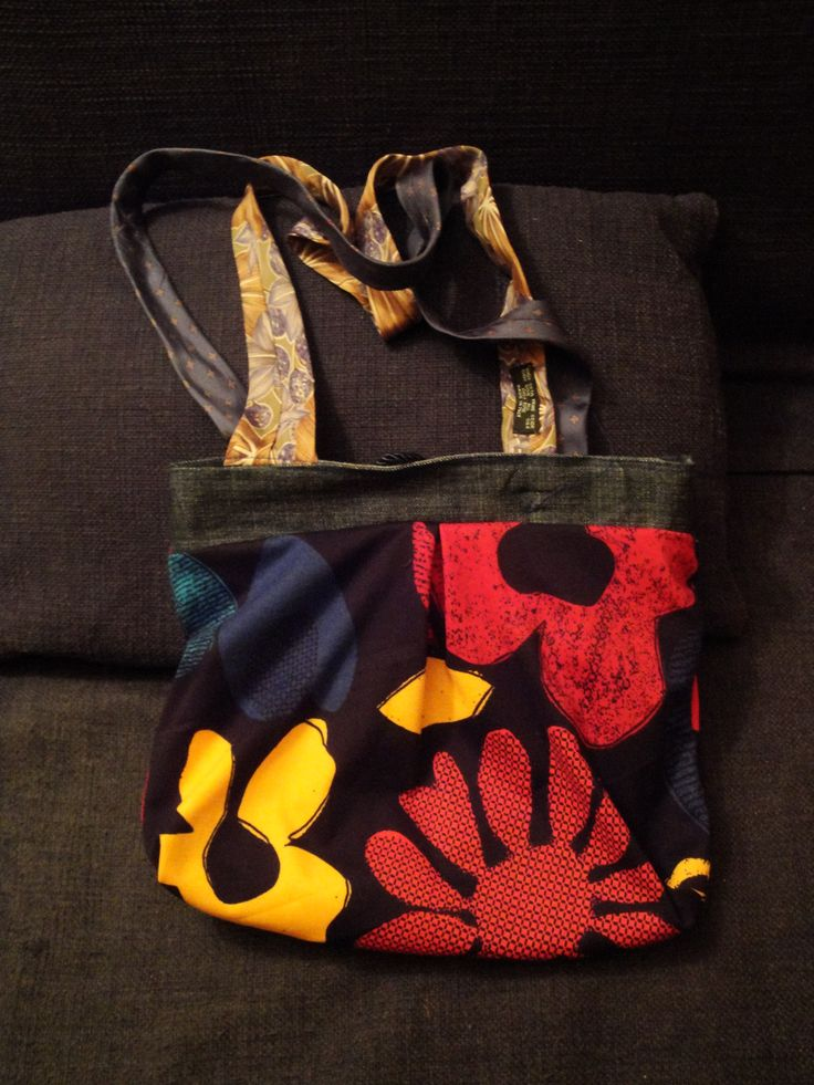 Bag made by PouPée-Pe: using upcycled ties as handles (inside out).