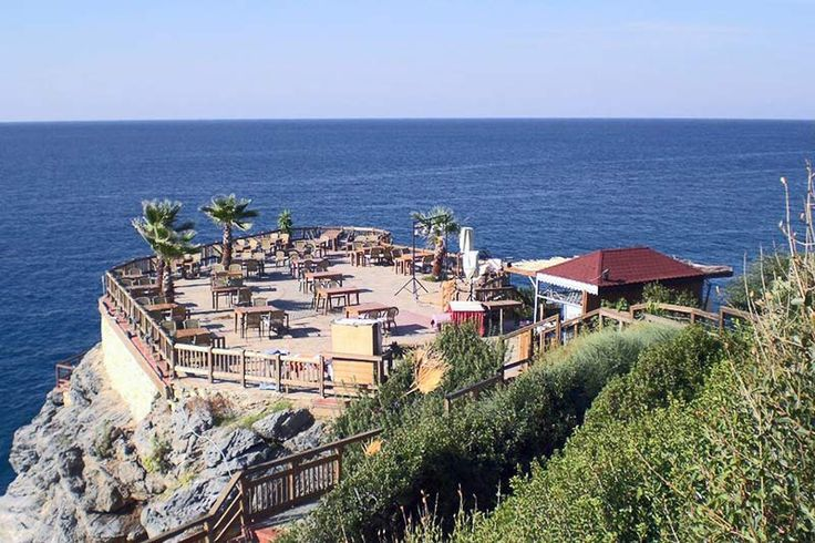 Not far from Ulas Park west of Alanya has the beautifully situated Ulas beach – one of the best beaches...