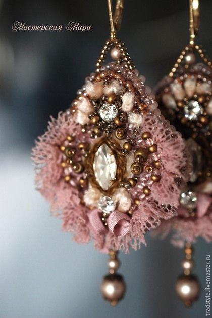 Серьги пепельно-розовые в старинном стиле. Ручная вышивка