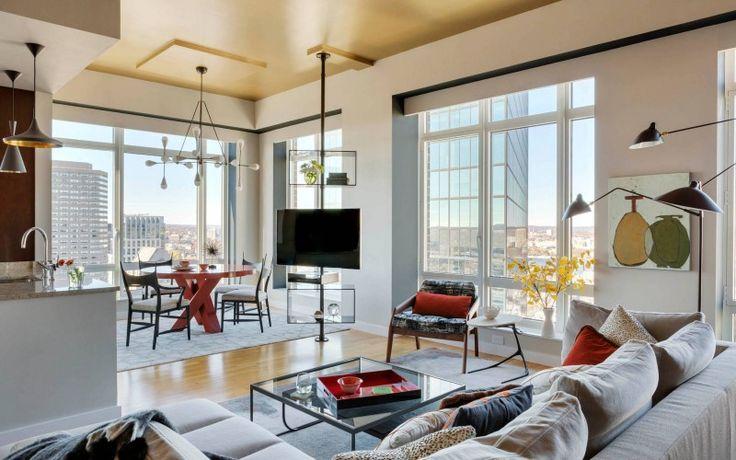 Открытая планировка современной квартиры с панорамным видом на Бостон