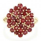Gouden ring met avondrode robijn
