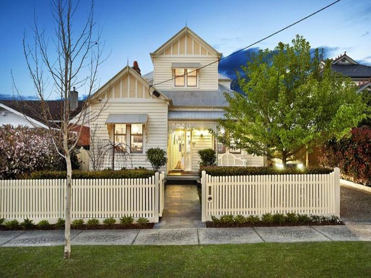 Clean-cut lines and simple colour schemes – My idea of a beautiful home. I am a huge fan of weatherboards with a soft spot for the natural stone look plus I love the mix of classic and modern…