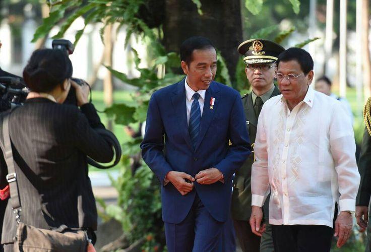Presiden Jokowi bersama Presiden Filipina Rodrigo Roa Duterte, saat pertemuan bilateral kedua negara, di Istana Malacanang, Manila, Filipina, Jumat (28/4) sore waktu setempat. MANILA ,28 Apr 2017-P…