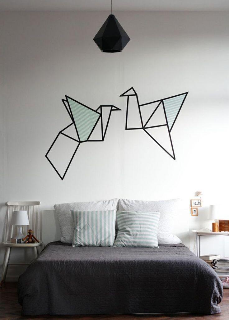 <p>Au-dessus d'un lit ou d'un canapé, le Masking Tape fait son petit effet pour remplacer le classique tableau/miroir. Laissant libre cours à votre imagination, le Masking Tape vous...