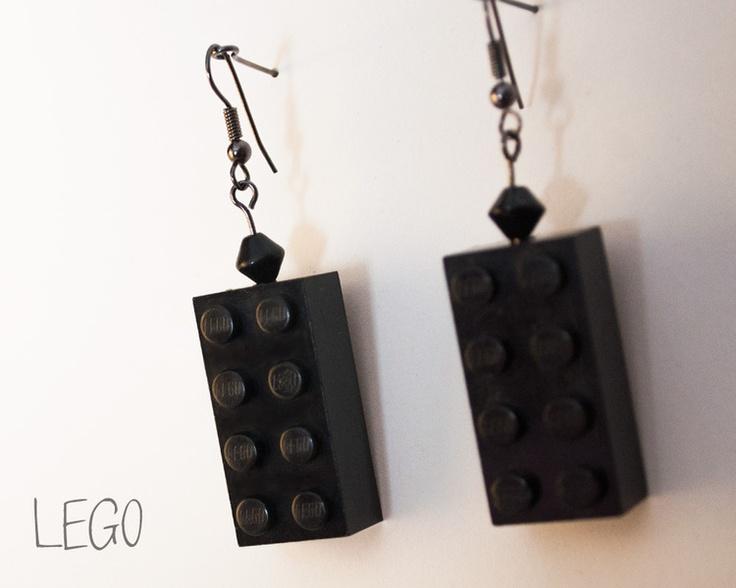 Orecchini realizzati con blocchetti di LEGO.  *Semplici, spiritosi ed originali*! Orecchini nerd, adatti anche per piccoli regali.