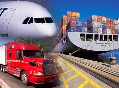 En las mudanzas internacionales el cuidado debe ser mayor no sólo por la cantidad de horas que se deben trasladar todas las cosas pero también por el cambio de medio de transporte al que son sometidas en ocasiones.