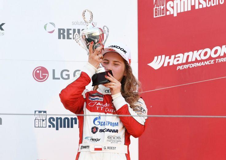 Polka na podium Audi TT Cup https://www.moj-samochod.pl/Sporty-motoryzacyjne/Audi-TT-Cup-z-Polka-na-podium #AudiTTCup #AudiTT #Rdest #Nurburgring