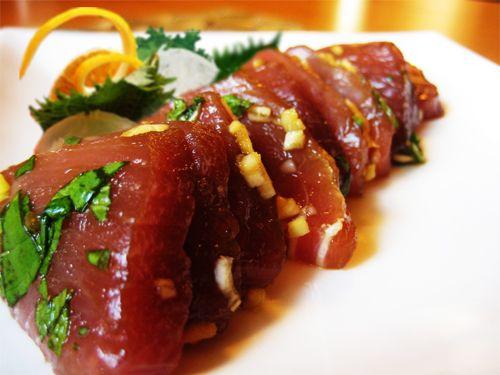 Sashimi de atun marinado