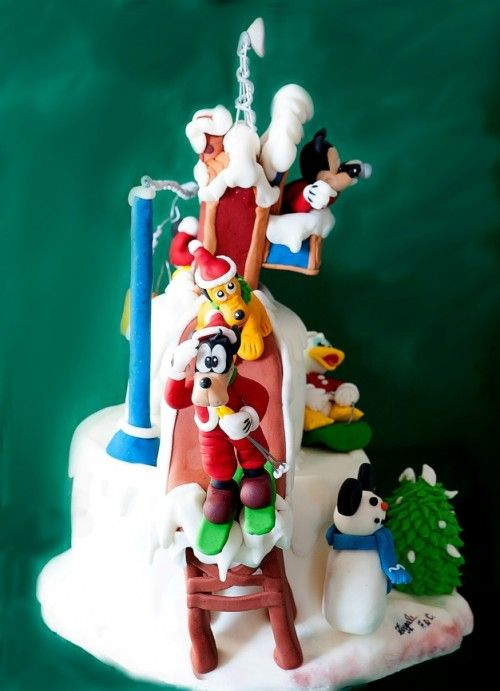 Absolutely FAB tute on making fondant Goofy on skis!  It's in Italian but pictures speak a thousand words...no? :)  #fondant #disney #goofy