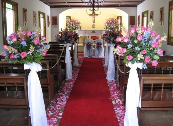ms de ideas increbles sobre flores de boda en la iglesia en pinterest del pew de bancas de bodas y de bancos