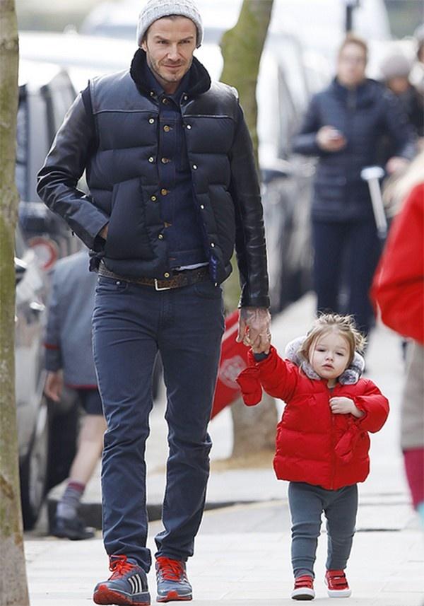 Beckham và bé Harper diện đồ rực rỡ dạo phố 3