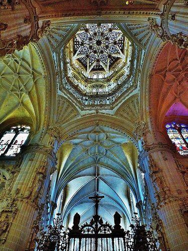 Interior Cathedral de Burgos, Spain Interior de la Catedral de Burgos, España.