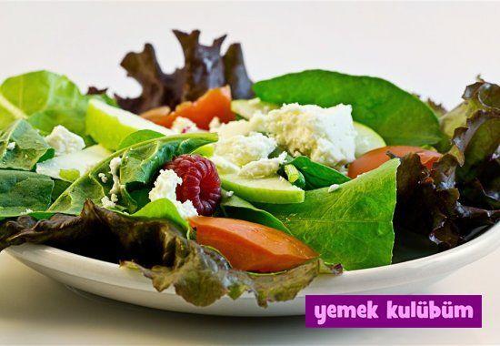 Peynirli Bahar Salatası Tarifi nasıl yapılır? Resimli Peynirli Bahar Salatası Tarifi anlatımı ve malzemeleri burada. Diyet yapanlar için sağlıklı salata…