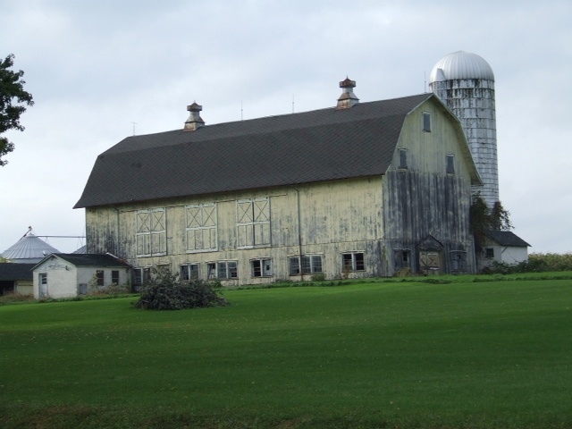 48 best images about silo love on pinterest cow print for Houses that look like barns