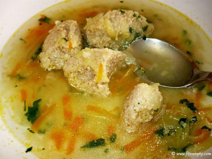 Kalerábová prečisťujúca polievka s pohánkovými knedličkami  Viac tu: http://www.fitrecepty.com/news/kalerabova-precistujuca-polievka-s-pohankovymi-knedlickami/