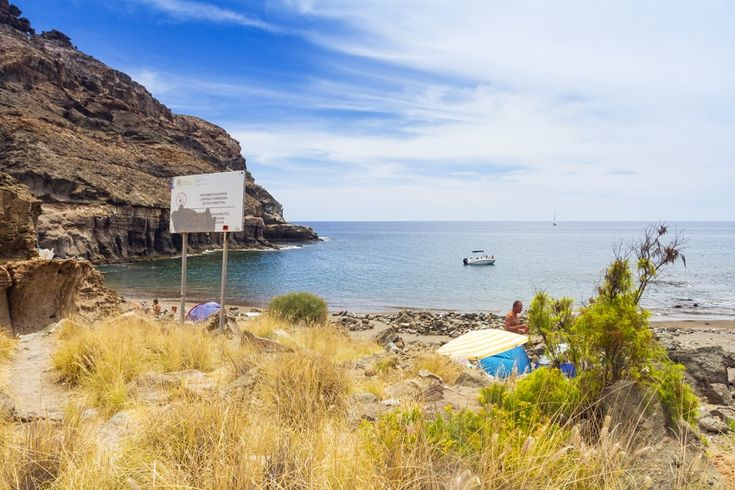 Detailed information about pristine Tiritaña beach in south Gran Canaria, including map, photos and a video.