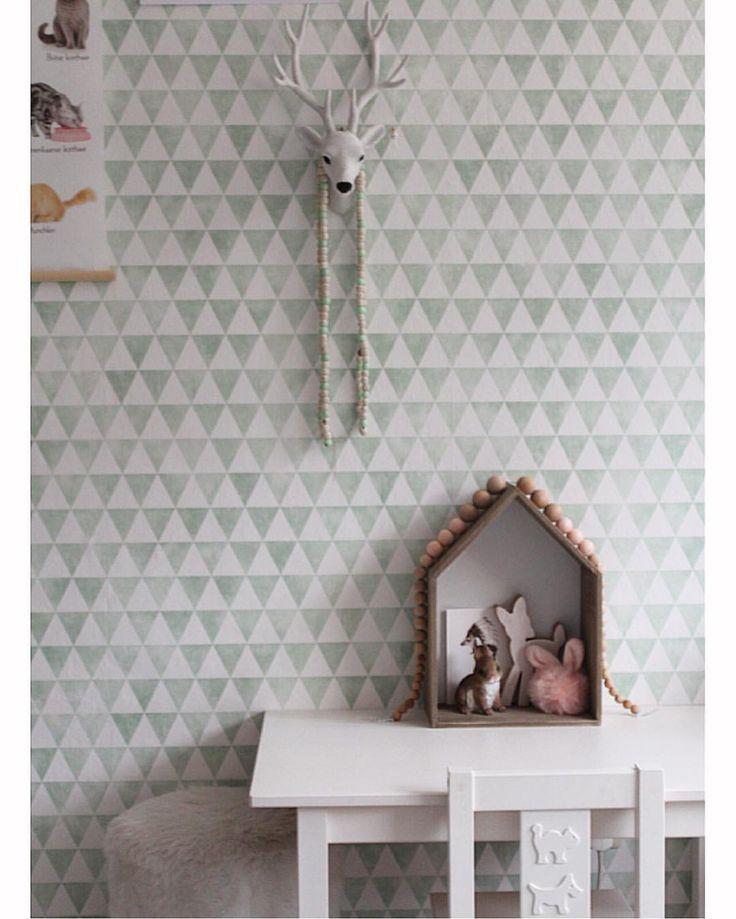 133 vind-ik-leuks, 8 reacties - ▪NAOMI (@homenaoom) op Instagram: 'On THE table 💚 #onthetable #herroom #newwall #herplace #kidsroom #kidsroomdecor #styling…'
