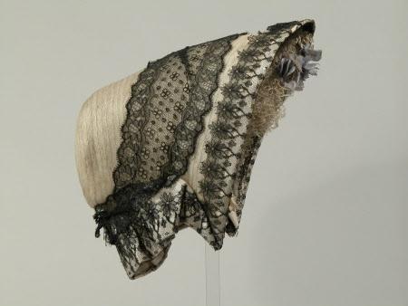 1855-1860 ... Spoon Bonnet ... National Trust Inventory ... photo 2