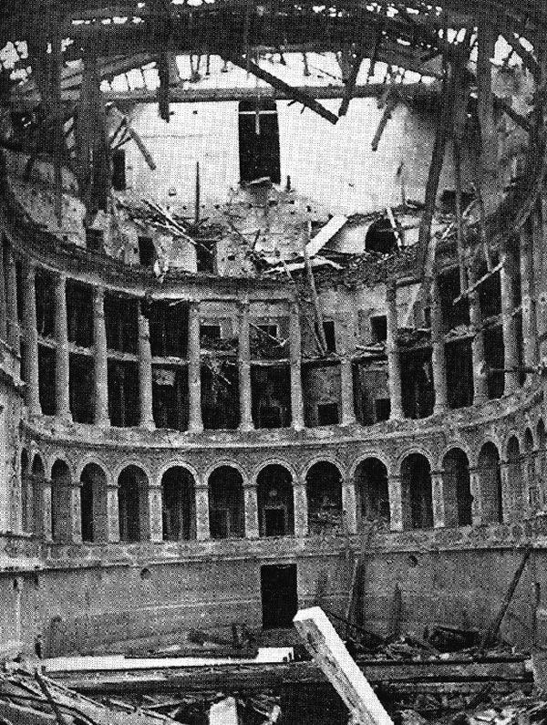 Teatro Vittorio Emanuele II (poi rinominato Teatro Galli) dopo i bombardamenti