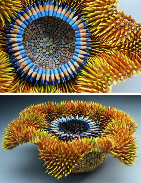 Esculturas con lápices     Creadas por Jennifer  Maestre, esta obra esta inspirada en los erizos de mar.